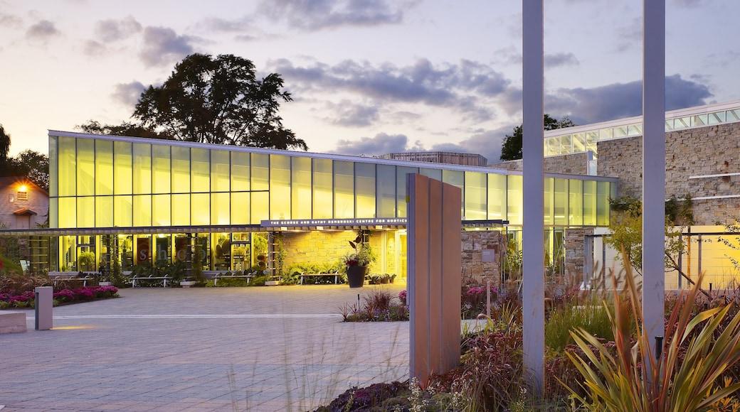 Toronto Botanical Garden which includes a park