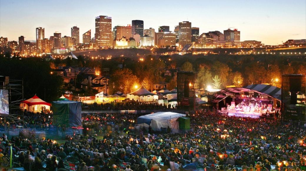 Edmonton mostrando una ciudad, una puesta de sol y vida nocturna