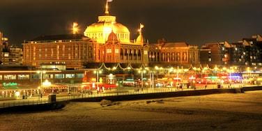 Plage de Scheveningen mettant en vedette neige et scènes de nuit