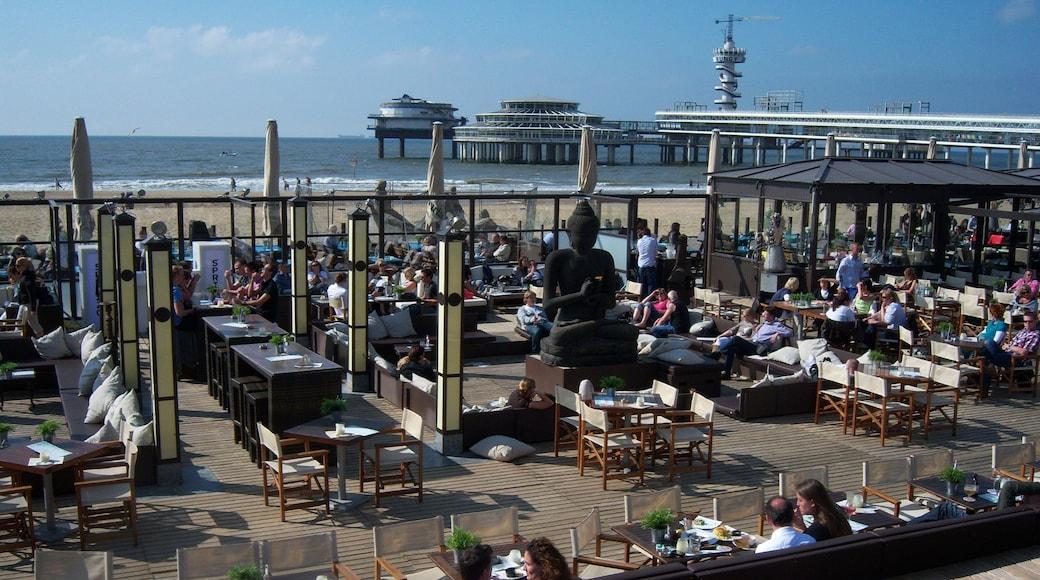 Spiaggia di Scheveningen che include mangiare all\'aperto