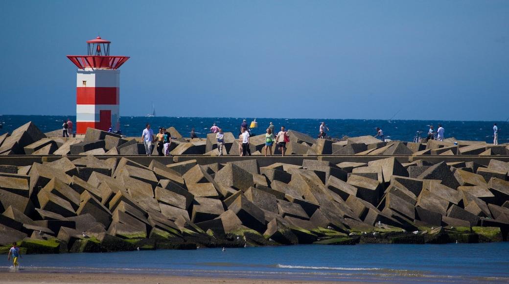 Praia Scheveningen mostrando um farol