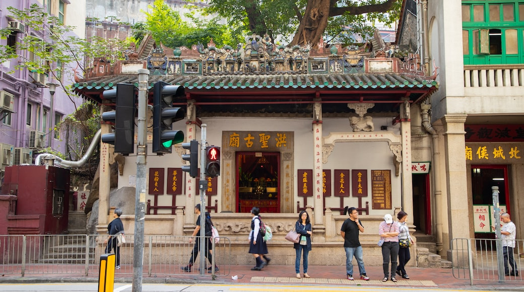 Hung Shing Temple featuring street scenes and heritage elements