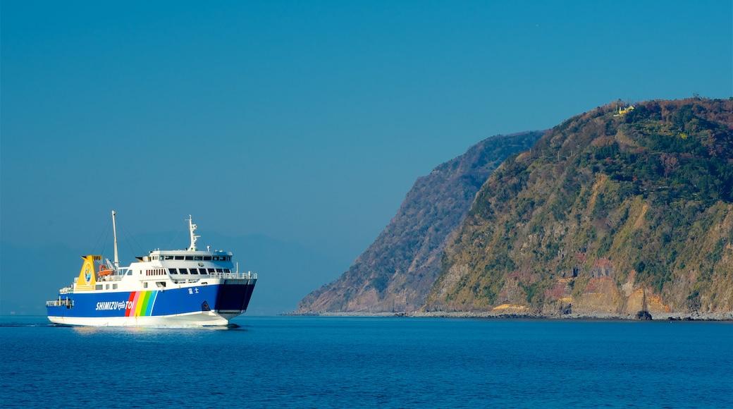 Chubu featuring cruising and general coastal views