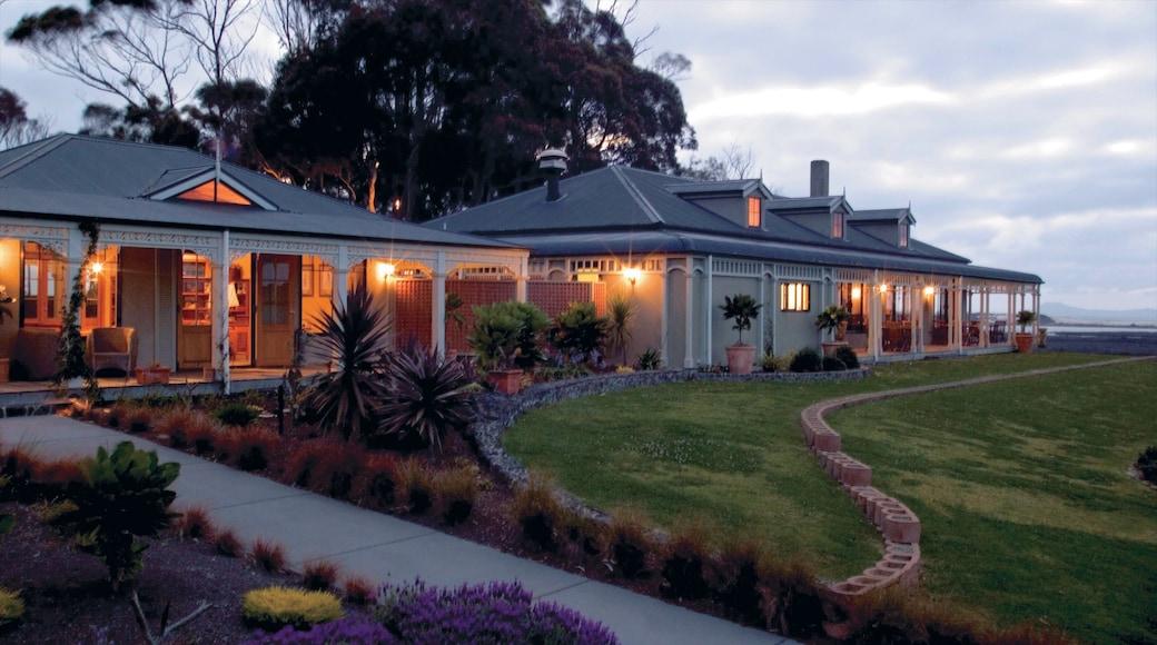 Karikari Peninsula featuring a park and a house