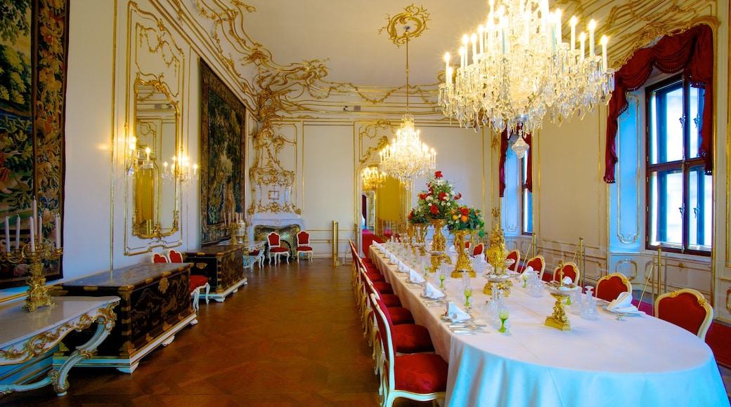 Keizerlijk paleis Hofburg toont een kasteel en interieur