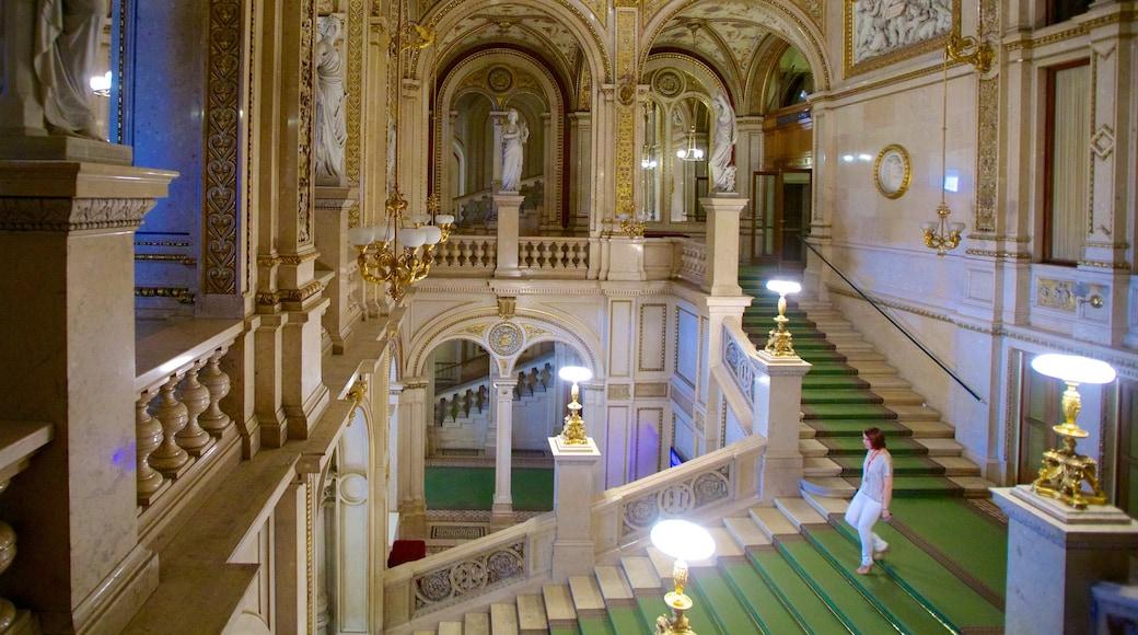 Wienin valtionooppera featuring vanha arkkitehtuuri ja sisäkuvat sekä yksi nainen