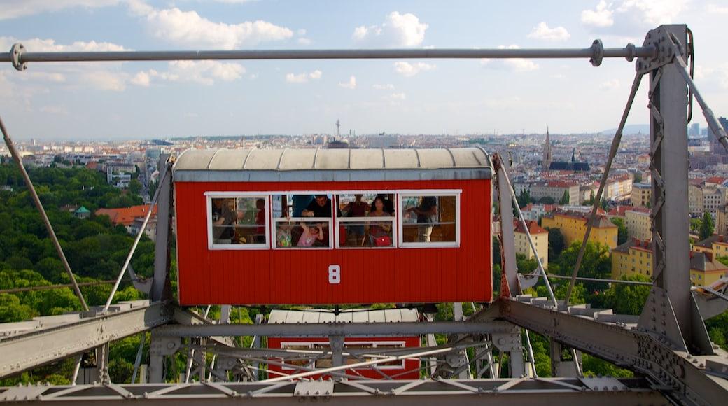 Wiener Prater inclusief een stad en attracties en ook een gezin
