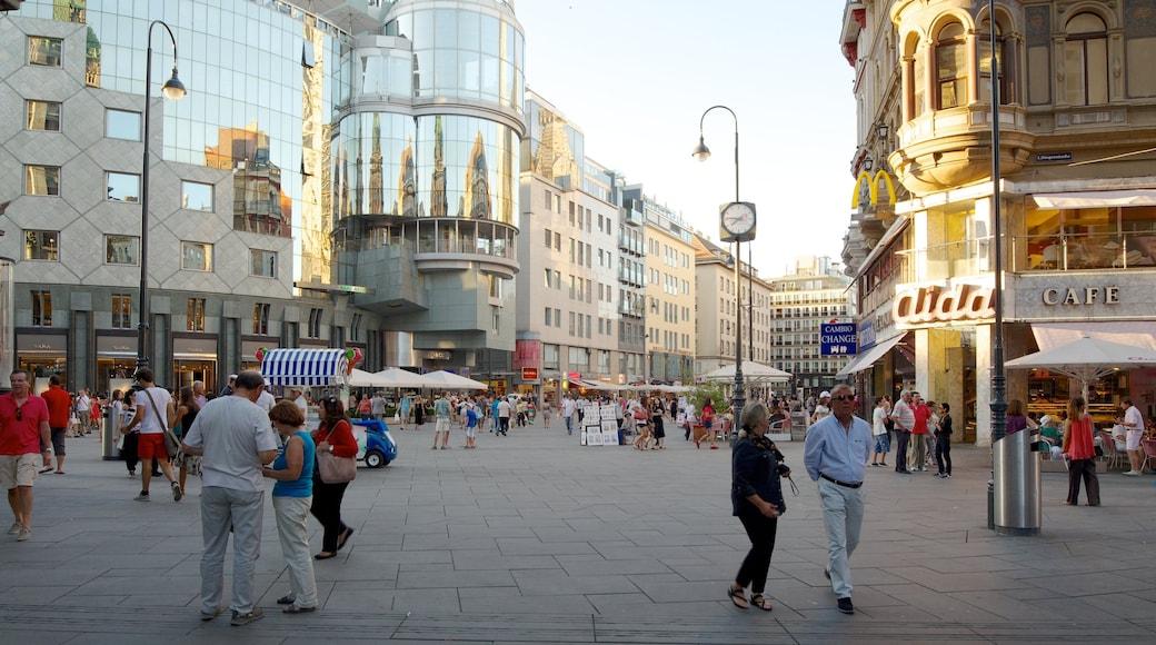 Stephansplatz mit einem moderne Architektur, historische Architektur und Platz oder Plaza