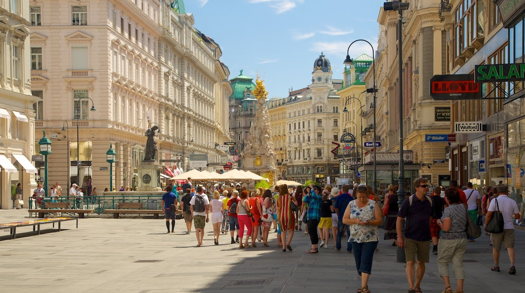 Stephansplatz welches beinhaltet Stadt, historische Architektur und Straßenszenen
