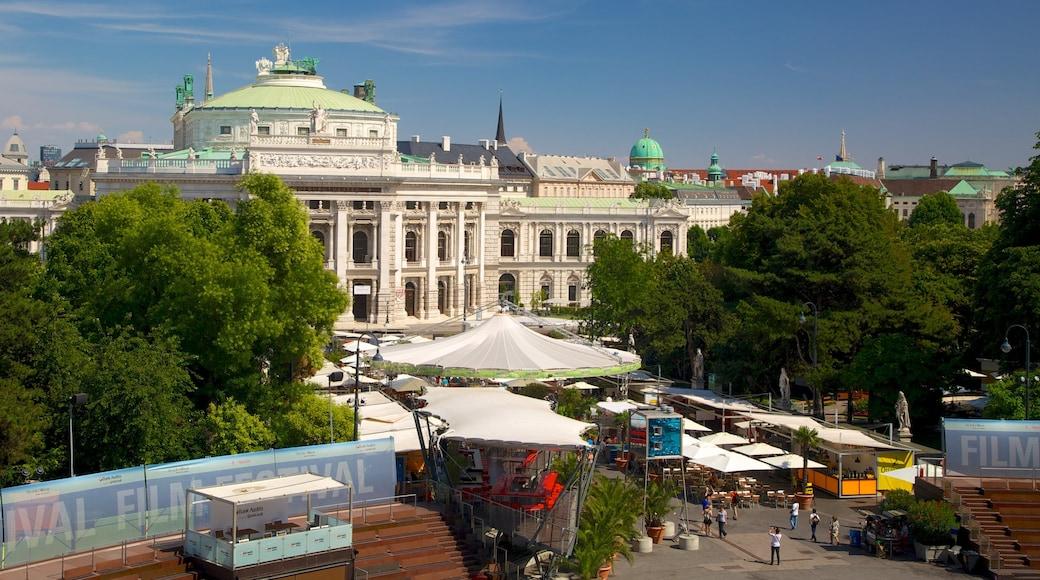 Wiener Rathaus bevat historische architectuur, een stad en een overheidsgebouw