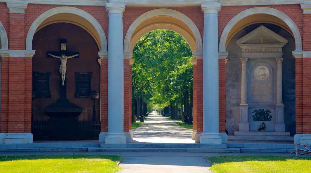 Wiener Zentralfriedhof bevat historische architectuur, religieuze aspecten en een begraafplaats