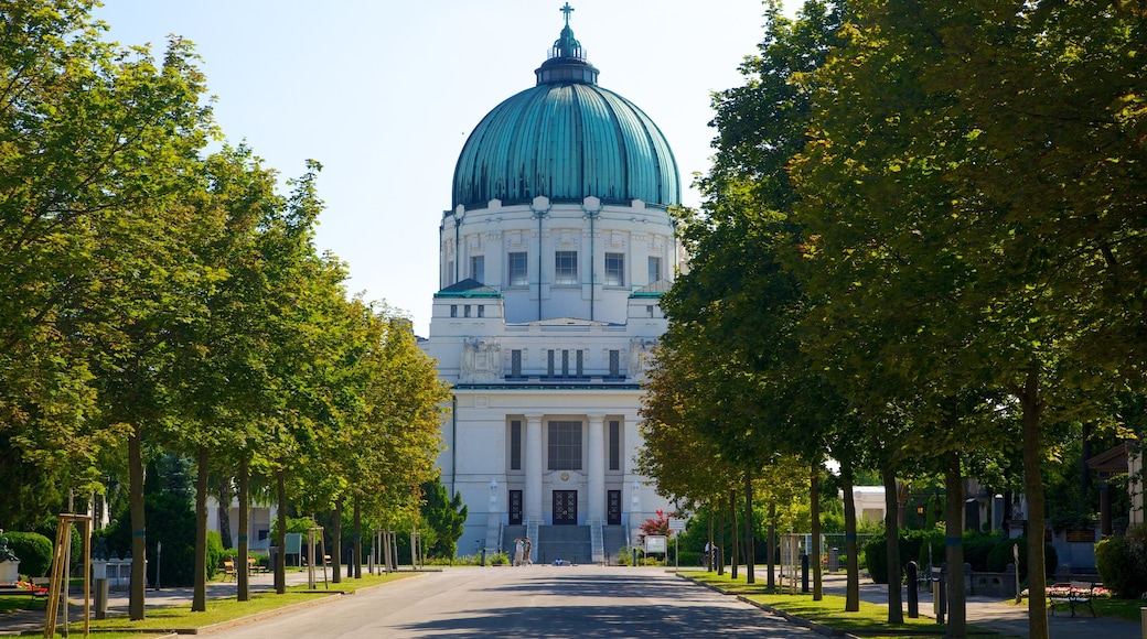 Wiener Zentralfriedhof toont historische architectuur en straten