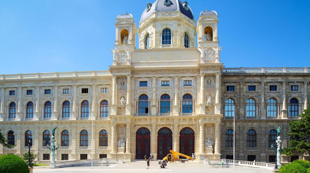 Museu de História Natural bevat historische architectuur