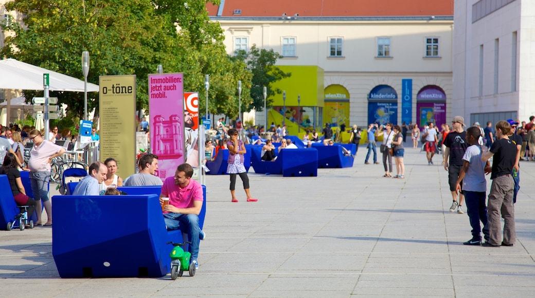MuseumsQuartier welches beinhaltet Stadt, Essen im Freien und Straßenszenen