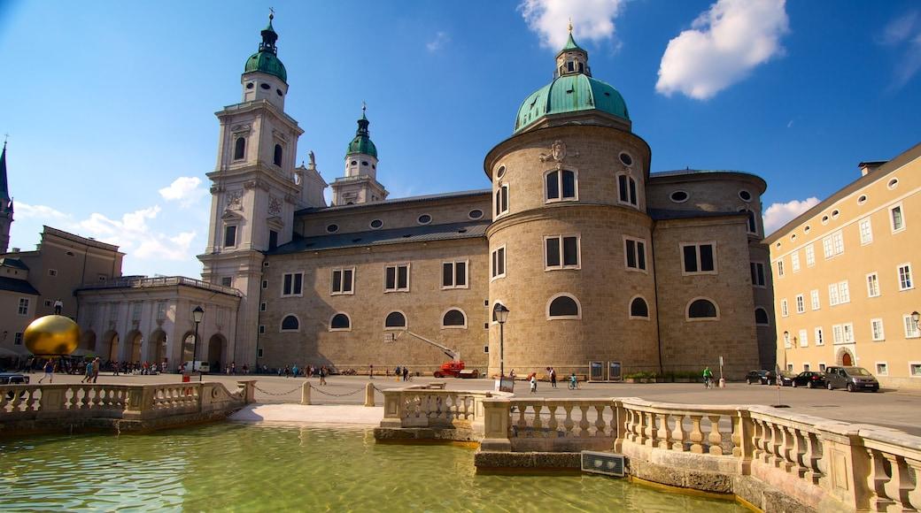 Salzburger Dom das einen religiöse Aspekte, Teich und Kirche oder Kathedrale