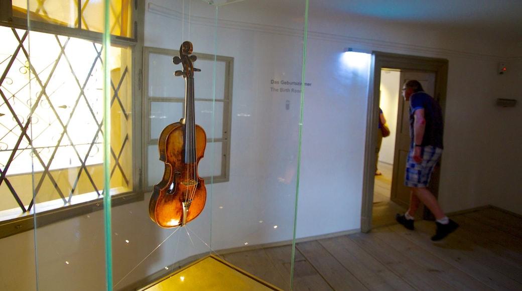 Mozarts Geburtshaus mit einem Innenansichten und Musik