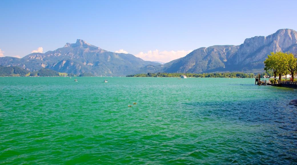 Mondsee welches beinhaltet See oder Wasserstelle, Landschaften und Berge