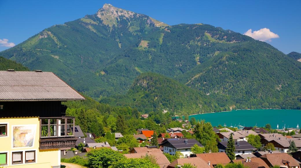 St. Gilgen das einen See oder Wasserstelle, Kleinstadt oder Dorf und Berge