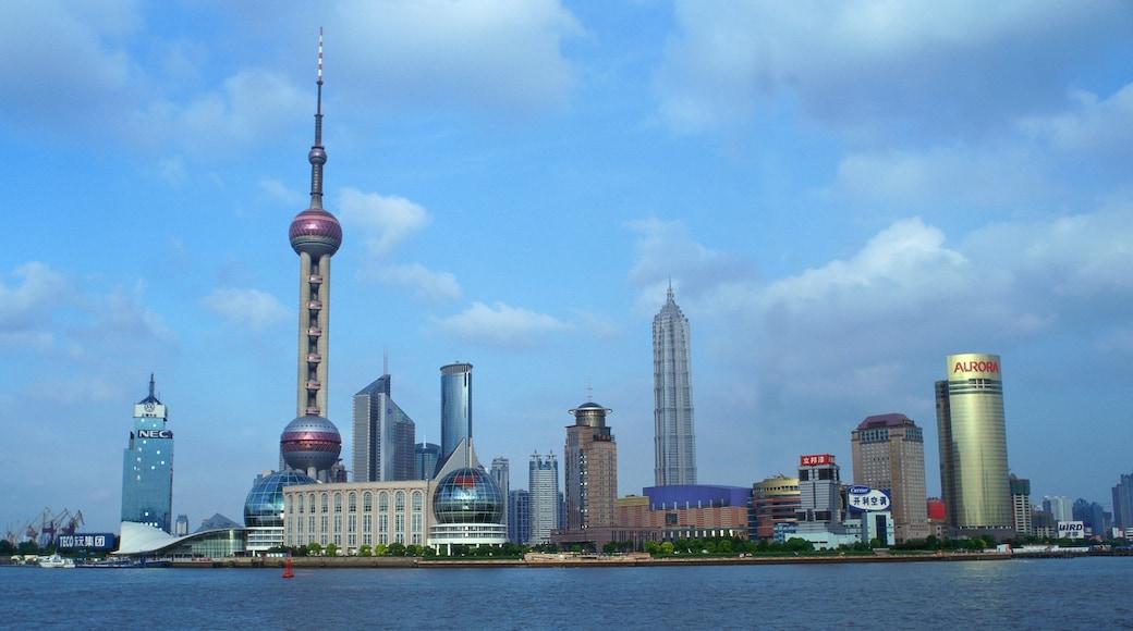 Torre de la Perla Oriental mostrando vistas de la ciudad, un edificio alto y horizonte urbano
