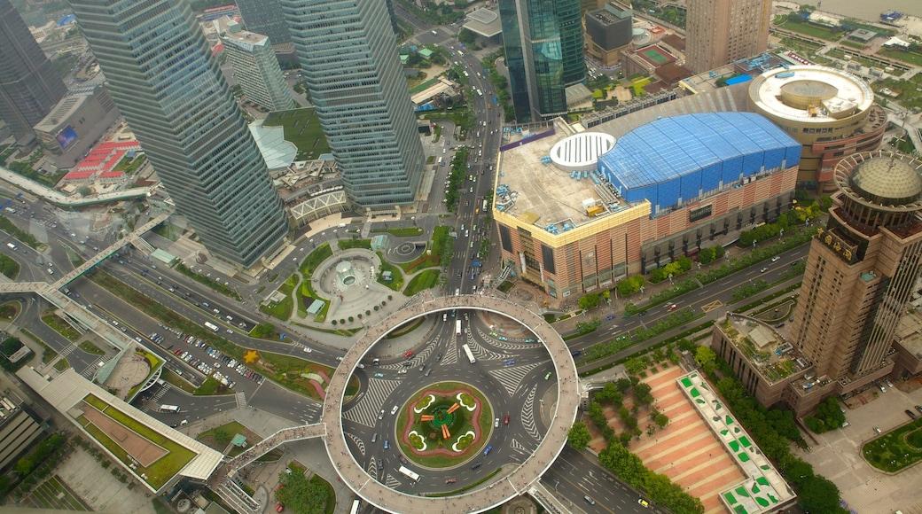 Torre de la Perla Oriental ofreciendo un rascacielos, arquitectura moderna y zona de negocios