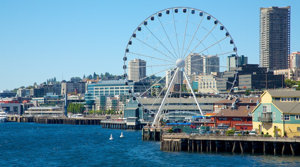 Seattle Great Wheel showing a coastal town, rides and a city