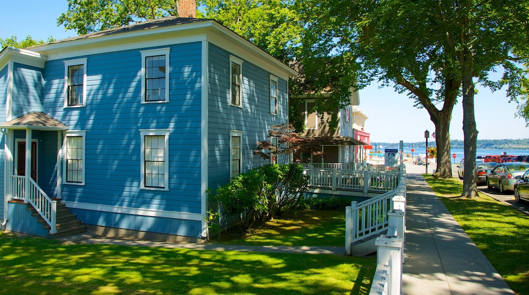 Port Gamble showing a house