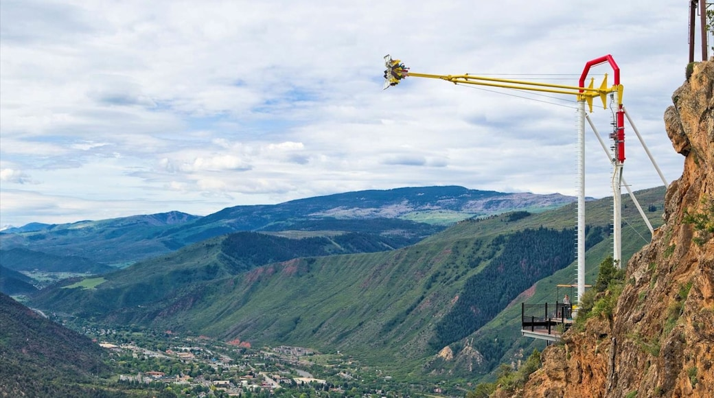 Glenwood Springs showing mountains, rides and landscape views