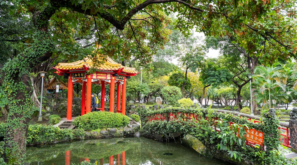 Jieshou Park showing heritage elements, a pond and a park