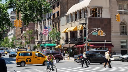 Upper East Side featuring street scenes