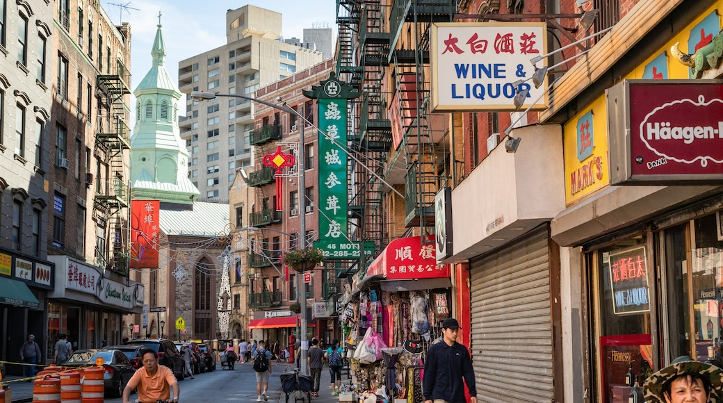 Chinatown featuring street scenes and a city