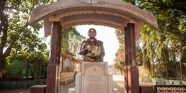 Shivaji Park which includes signage and a statue or sculpture
