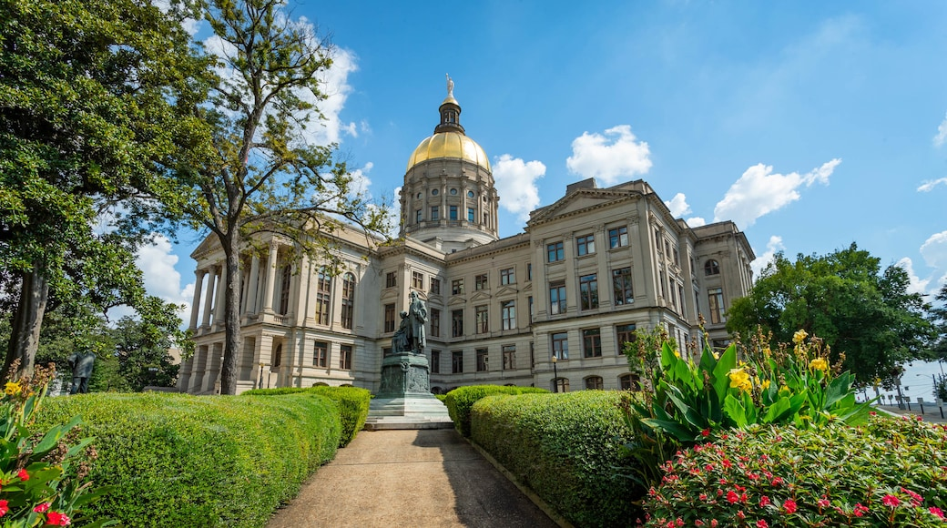 Georgia State Capitol showing a garden, flowers and heritage architecture