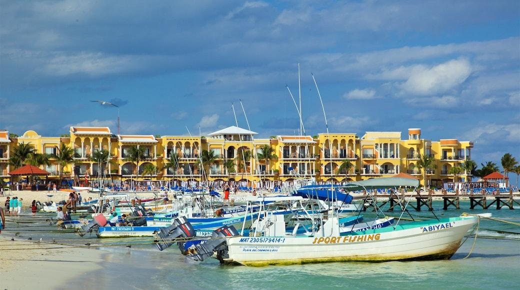 Playa del Carmen showing a bay or harbor