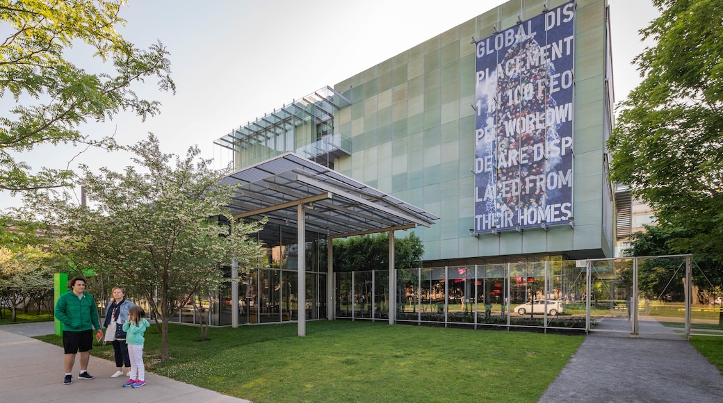 Isabella Stewart Gardner Museum featuring signage as well as a family