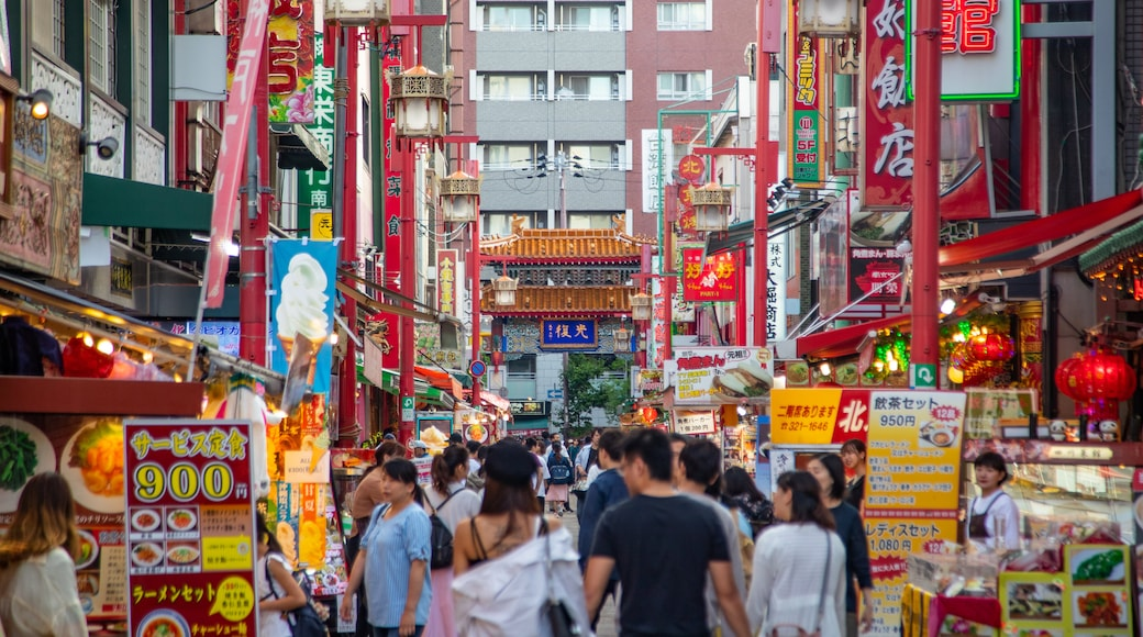 Nankin-machi featuring street scenes, markets and a city