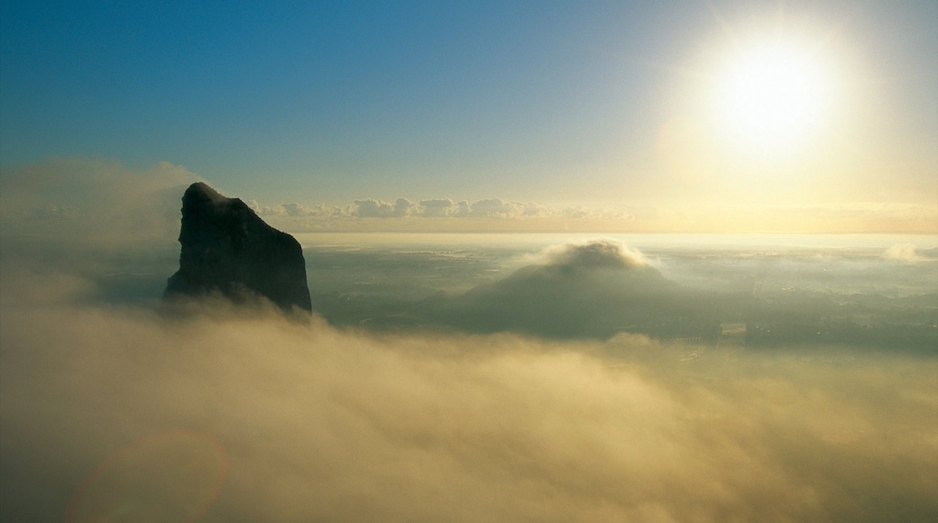 Glasshouse Mountains National Park showing landscape views, mountains and mist or fog