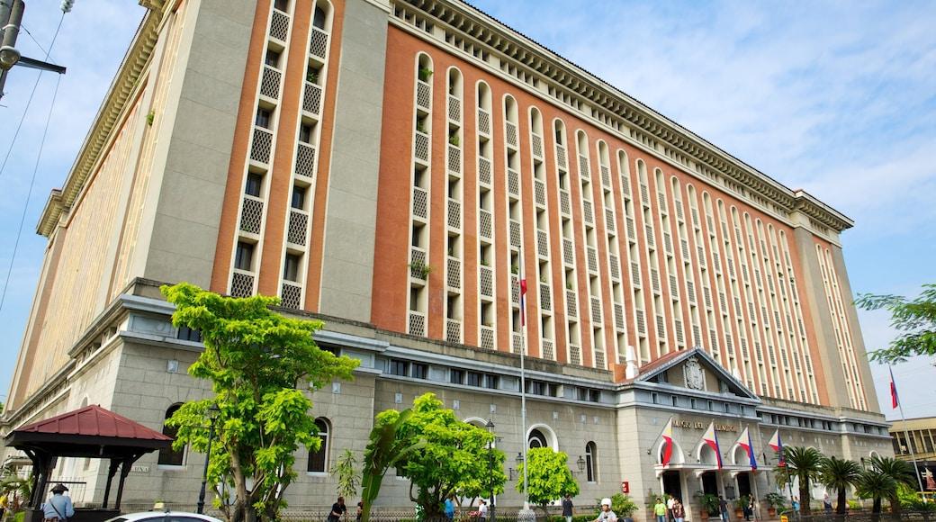 마닐라 성당 을 보여주는 행정 건물 과 도시