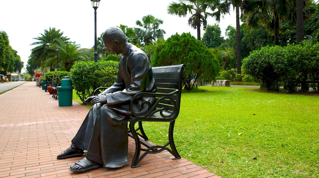 Fort Santiago featuring a statue or sculpture, street scenes and a park