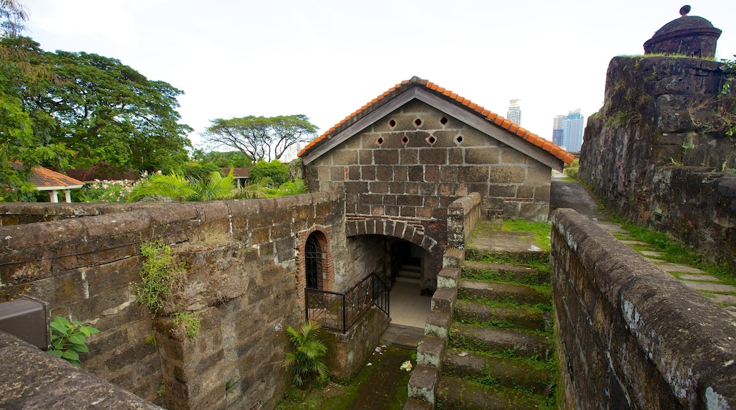 Baluarte de San Diego showing heritage elements, heritage architecture and chateau or palace
