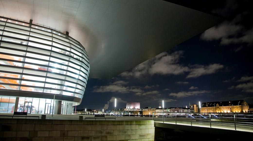 Københavns Operahus som omfatter natteliv, moderne arkitektur og en by