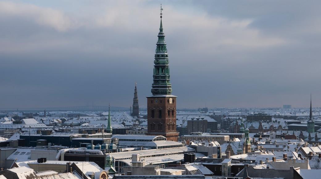 Rundetårn das einen Stadt, Skyline und Schnee