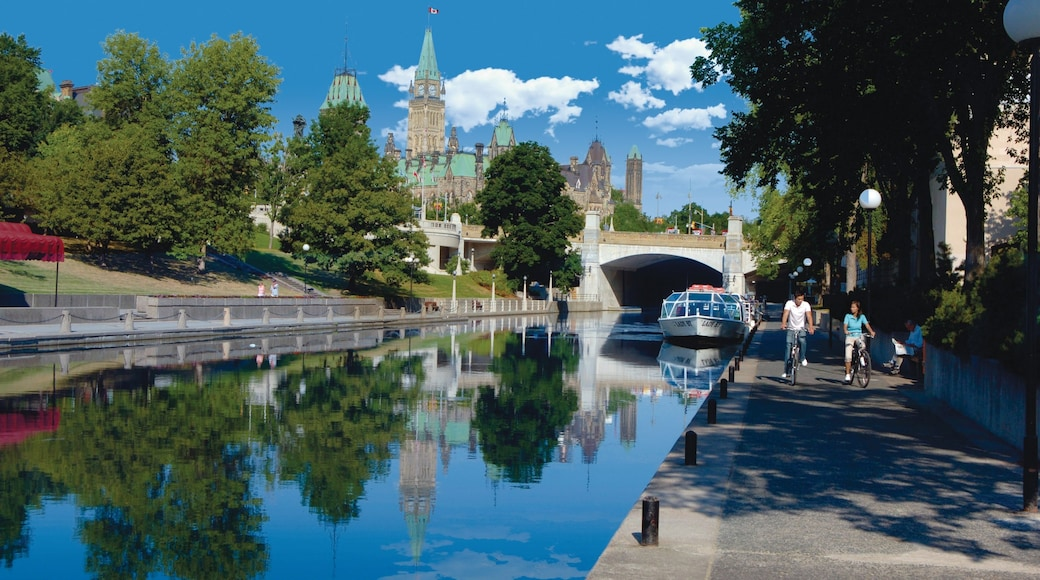 Ottawa showing cycling, street scenes and a city