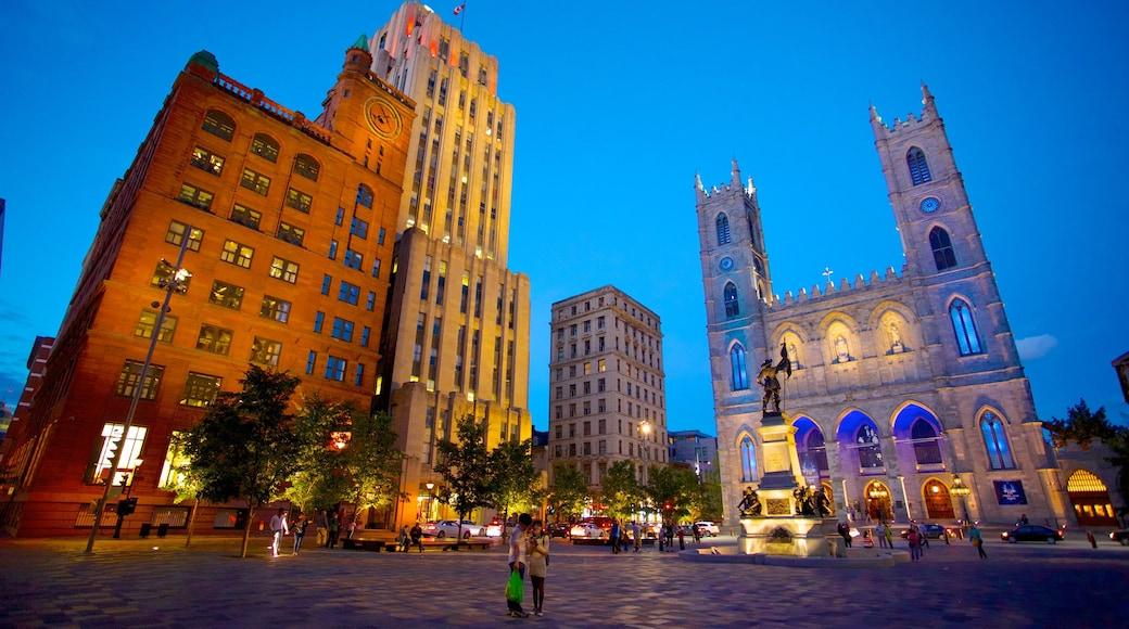 Notre Dame Basilica mostrando patrimonio de arquitectura, elementos religiosos y una ciudad