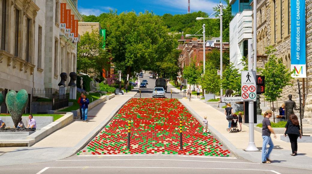 Montreal Museum of Fine Arts mostrando arte al aire libre, una ciudad y escenas urbanas
