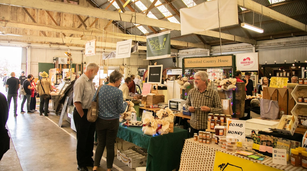 Barossa Farmers Market featuring interior views and markets