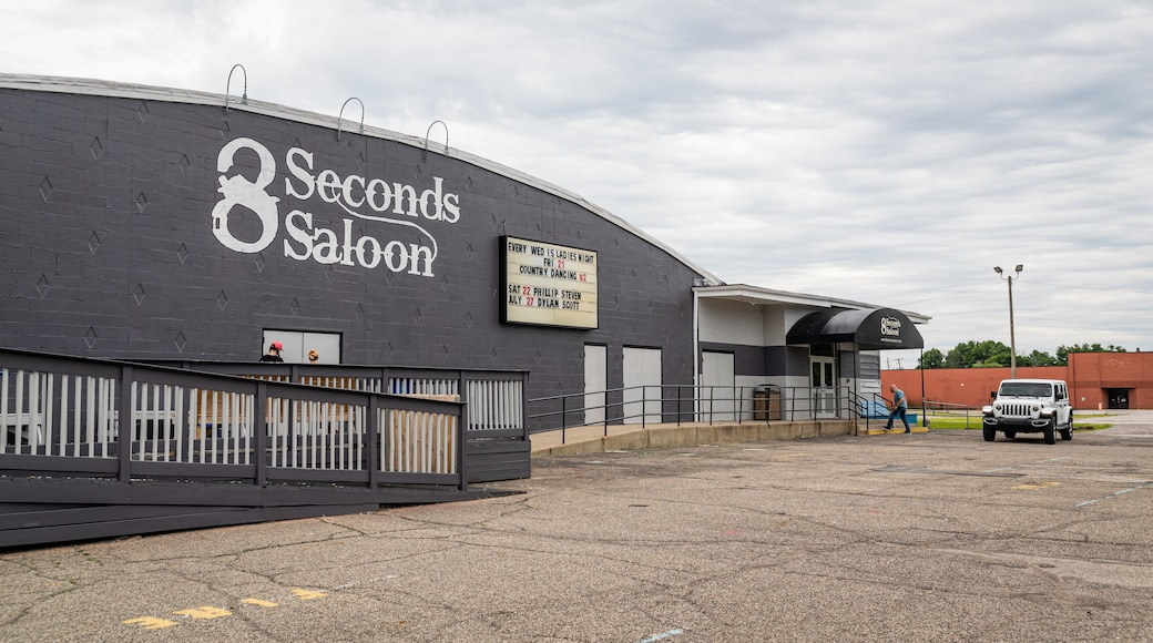 8 Seconds Saloon showing signage