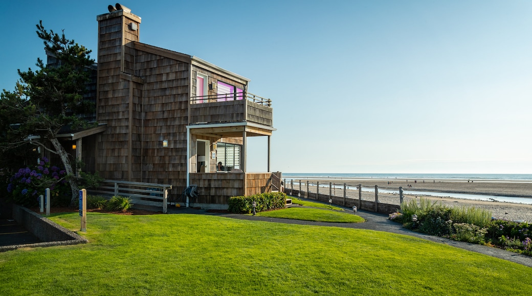 Cannon Beach showing a coastal town, a house and general coastal views