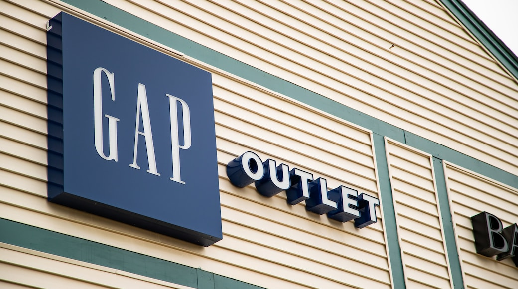 Kittery Outlets showing signage