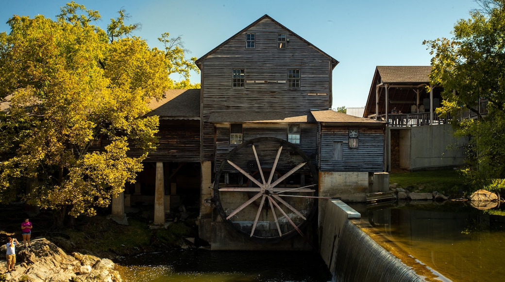 Old Mill showing heritage elements and a river or creek