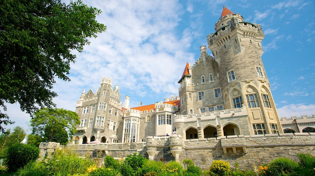 Casa Loma showing heritage elements, heritage architecture and a castle
